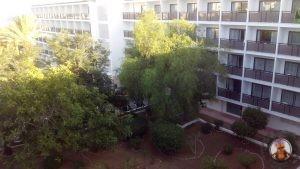 Vistas hacia la entrada del hotel