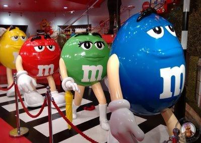 Figuras del interior de la tienda M&Ms