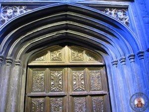 Puerta del acceso principal al recorrido por los estudios de Harry Potter en Londres
