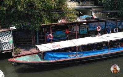 En barco por el Klong de Saen Saep