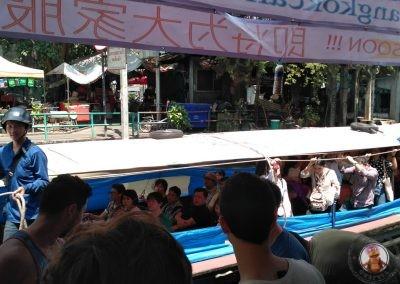 Llegada del barco por el Klong de Saen Saep