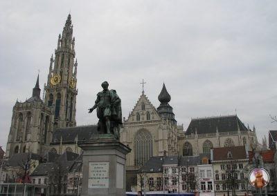 Catedral de Amberes desde la Groenplaats