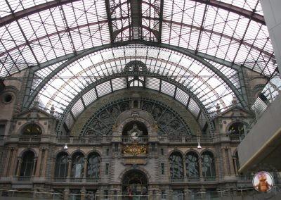 Interior de la Estación central de trenes de Amberes
