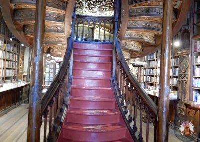 Detalle de la escalera principal de la Librería Lello e Irmao