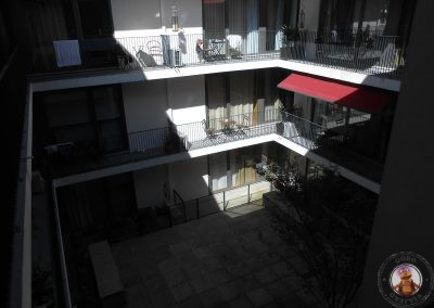 Patio interior y terrazas de los apartamentos