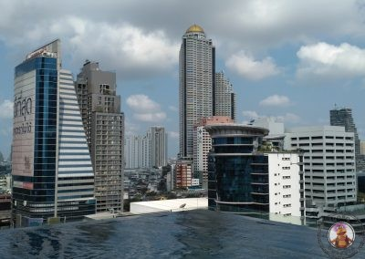Piscina infinita del Eastin Grand Hotel Sathorn