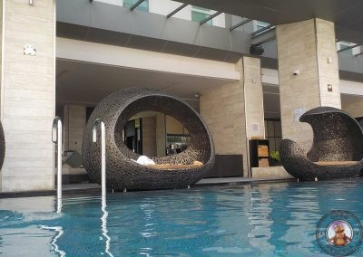 Zona de piscina infinita en planta 14