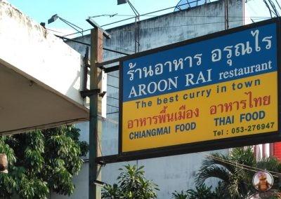 Cartel del Restaurante Aroon Rai