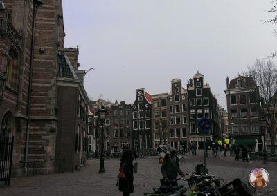 La Oude Kerk o Iglesia Vieja en el Barrio Rojo