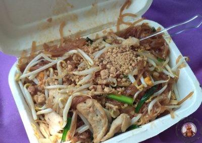 Pad Thai de la lancha restaurante de la playa
