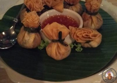 Restaurante Ruen Urai - Tung Tong - Golden-fried mini parcels filled with minced prawns, chicken and holy basil