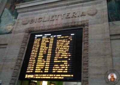 Pantallas de salidas de los trenes en la Estación Central de Milán