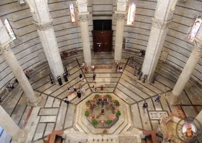 Interior del Baptisterio