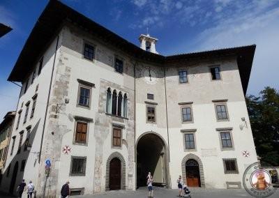 Palazzo dell'orologio en la Piazza dei Cavalieri