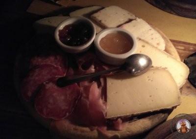 Plate Entusiasmo - Tabla de embutidos y queso de la zona