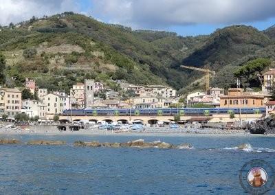 Tren cruzando Monterosso
