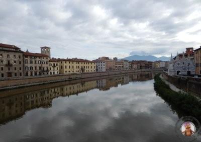 Vistas de la Iglesia de Santa Maria della Spina desde el Puente Solferino