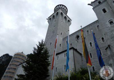Al pie del castillo
