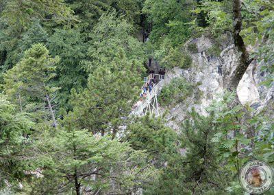 Vistas del puente desde el mirador superior en el sendero hacia el Monte Tegelberg