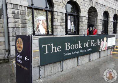 Entrada a la Antigua Biblioteca y exposición del Libro de Kells