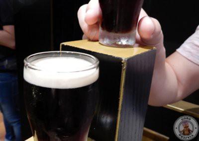 Mini pintas de Guinness en la sala de degustación