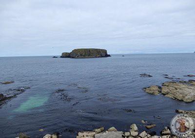 Vistas de Sheep Island desde Larrybane