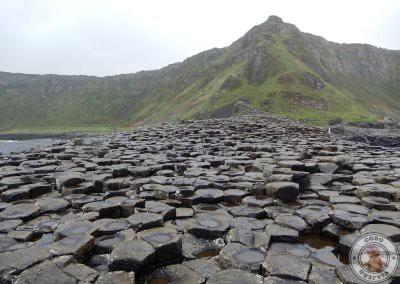 Para subir a esta zona hay que trepar por las piedras.