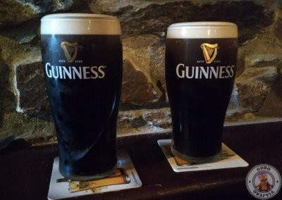 Pintas de guinnes en el pub The Rusty Mackerel