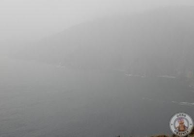 Primer contacto con los acantilados Slieve League donde la niebla no nos dejó ver nada