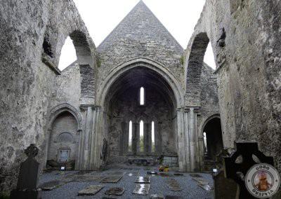 Interior en ruinas de la Abadía de Corcomroe