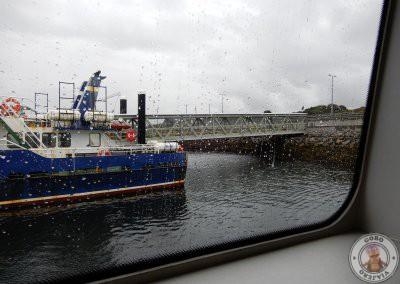 Vistas desde el ferry a Inishmore en el puerto de Rossaveel