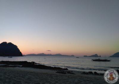Atardecer en El Nido en playa Las Cabañas Beach