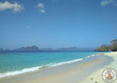 Espectacular el agua de Seven Commandos Beach a primera hora de la mañana