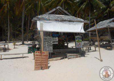 Puesto de bebida y cocos en Seven Commandos Beach