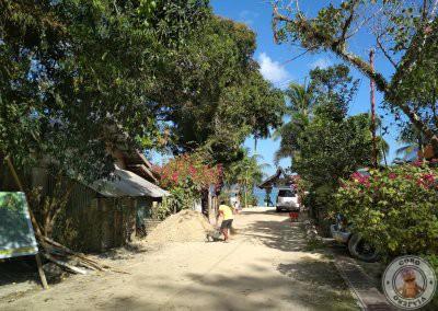 Acceso a la playa de Port Barton desde el Rubin Resort