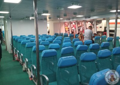Interior de ferry Oceanjet