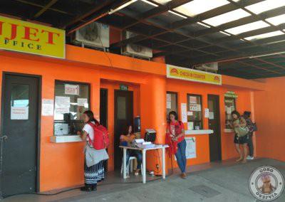 Taquilla de pago de la tasa del puerto de Tagbilaran en Bohol y checking de Oceanjet