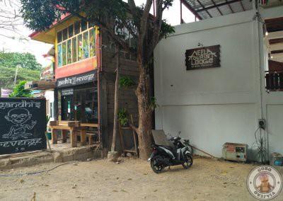 Local al lado de la callejuela de acceso al Ambiance Place