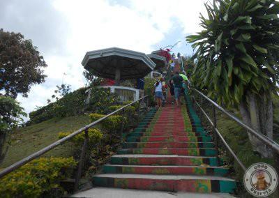 Escaleras de subida al mirador de Chocolate Hills