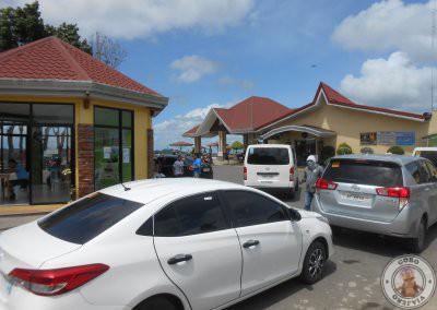 Zona de llegada de los coches privados