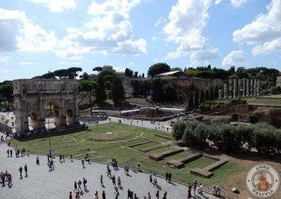 Vistas del Arco de Constantino desde el Coliseo