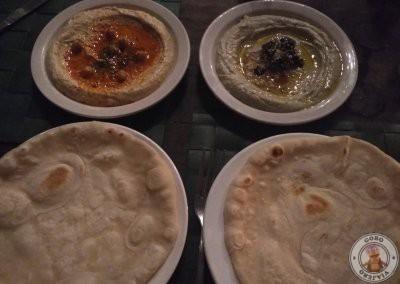 Cena en el restaurante Bravo Resort en Siargao - Hummus y Baba Ghanoush