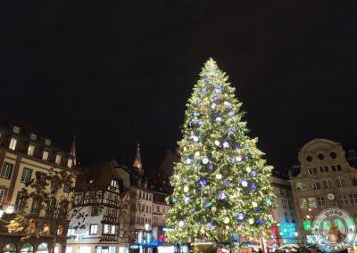 Árbol de navidad de la Place Kléber junto a la pista de patinaje