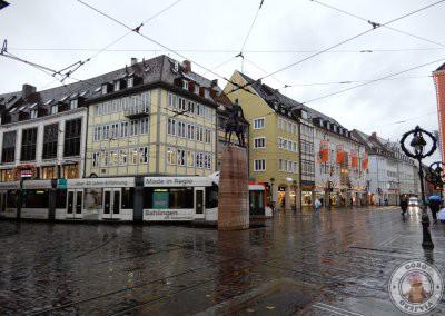 Calle Kaiser-Joseph-Straße y fuente Bertoldsbrunnen.