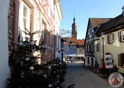 Final de la calle Engelgasse y vistas de Stadtkirche Sankt Marien