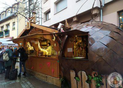 Puesto del mercado Place des Meuniers donde tomamos un zumo caliente de limón y miel muy rico