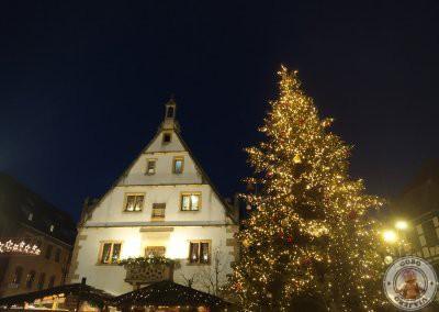 Place du Marché. El edificio blanco es el restaurante Halle aux Blés