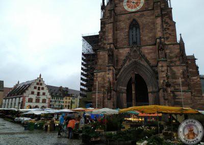 Plaza de la Catedral (Münsterplatz) con Kornhaus (Casa del Grano) al fondo