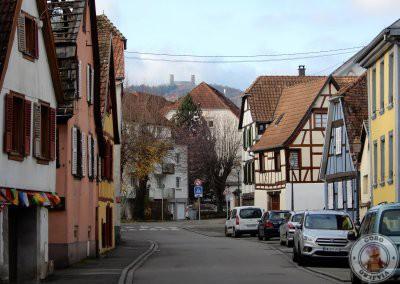 A lo lejos el castillo Château de Haut-Andlau