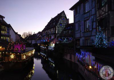 Colmar en Navidad recorrido por la noche - Puente de la Rue Turenne en la Petite Venice